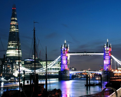 London does look beautiful at night, doesn't it? Photo credit: Flickr
